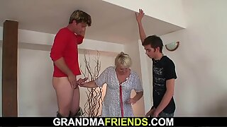 Cleaning granny gets her pussy filled with 2 cocks