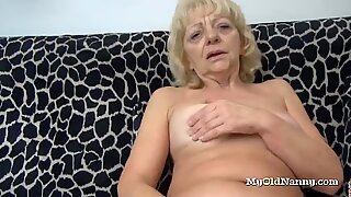 Granny Rubs Her Clit With a Fuck Toy