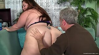 Amateur BBW wants to have her soaking wet hole stuffed