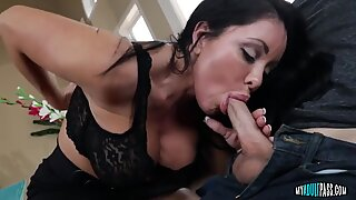 Hot Simone Garza Shows Blowjob Skills
